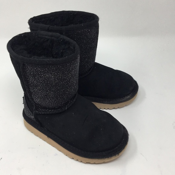 4fe84940d37 UGG TODDLERS CLASSIC SHORT SEREIN size 9